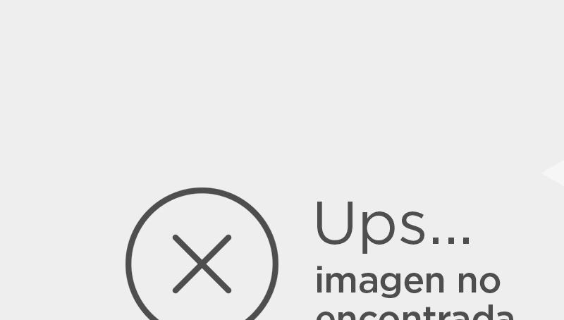 'Trascendence': El Dr. Will Caster (Johnny Depp), prestigioso investigador en el campo de la Inteligencia Artificial, trabaja en la creación de una máquina sensitiva que combine la inteligencia colectiva con las emociones humanas.