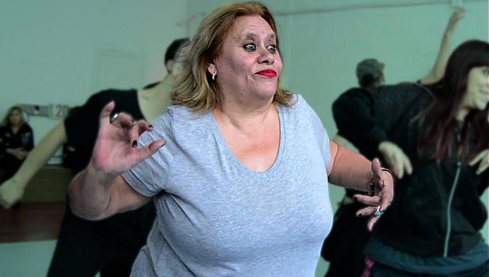 Carmina Barrios asiste a una clase de baile