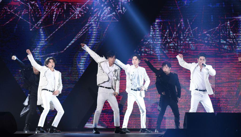 NU'EST durante un concierto en Taipei