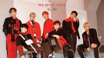 Portada de We Must Love, álbum de ONF