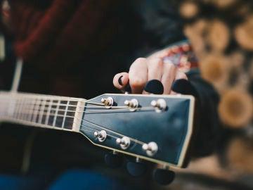 Guitarrica de la Fuente es la sensación musical de Instagram