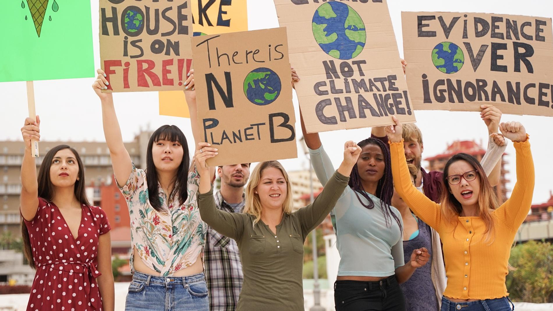 Una pequeña manifestación sobre el cambio climático