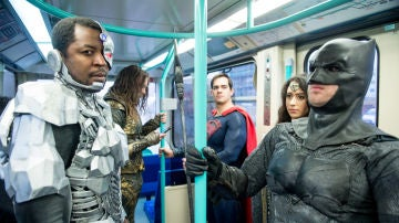 Los protagonistas de La Liga de la Justicia, en metro