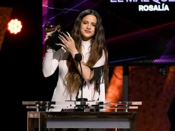 Rosalía agradece su primer premio GRAMMY con un discurso en español, inglés y catalán
