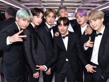 BTS en el backstage de los premios Grammy