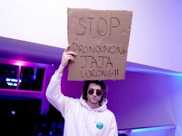 Dude With Sign, uno de los influencers que más ha subido en la cuarentena