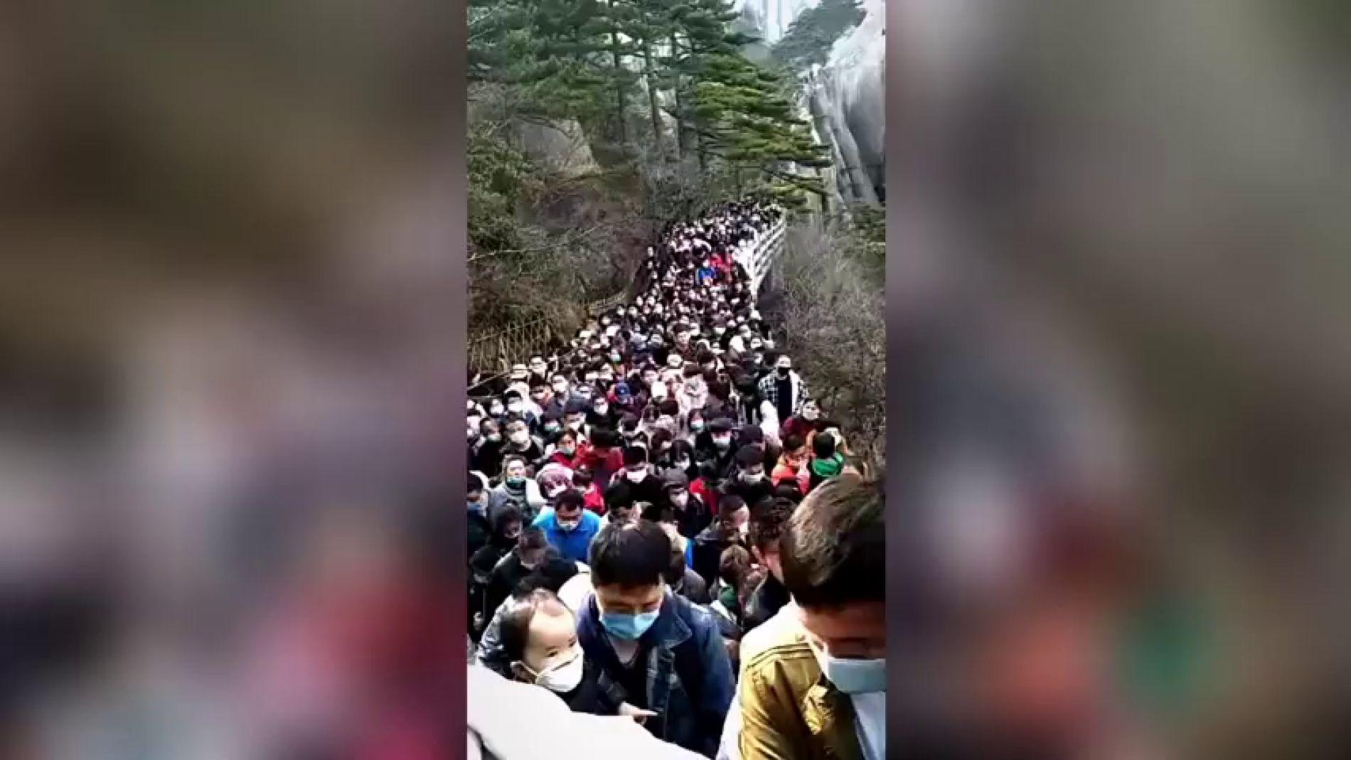 Como si no hubiera habido cuarentena: 20.000 turistas abarrotan un parque nacional en China
