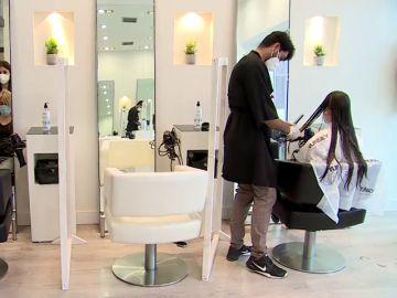 Cómo pedir cita en la peluquería y qué medidas contra el coronavirus deben tener a partir de hoy