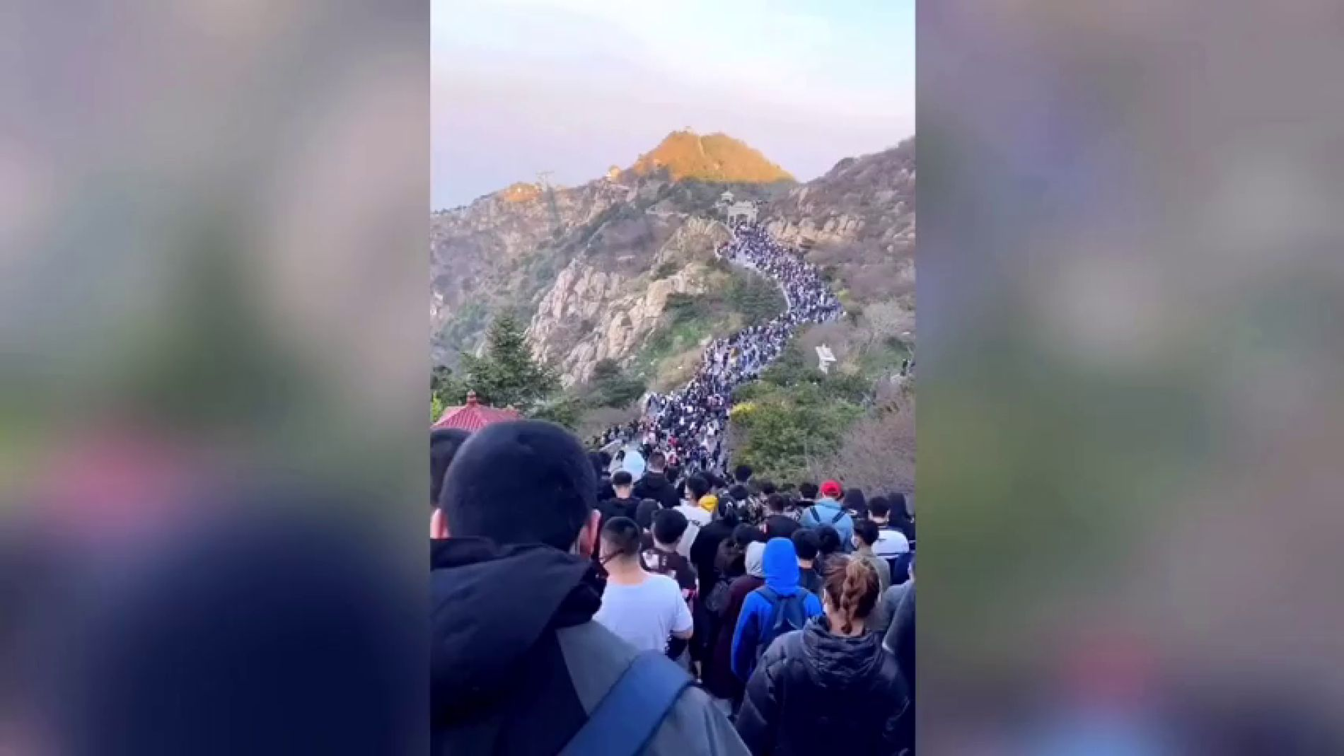VÍDEO: Nueva avalancha de turistas en China en plena epidemia mundial de COVID-19