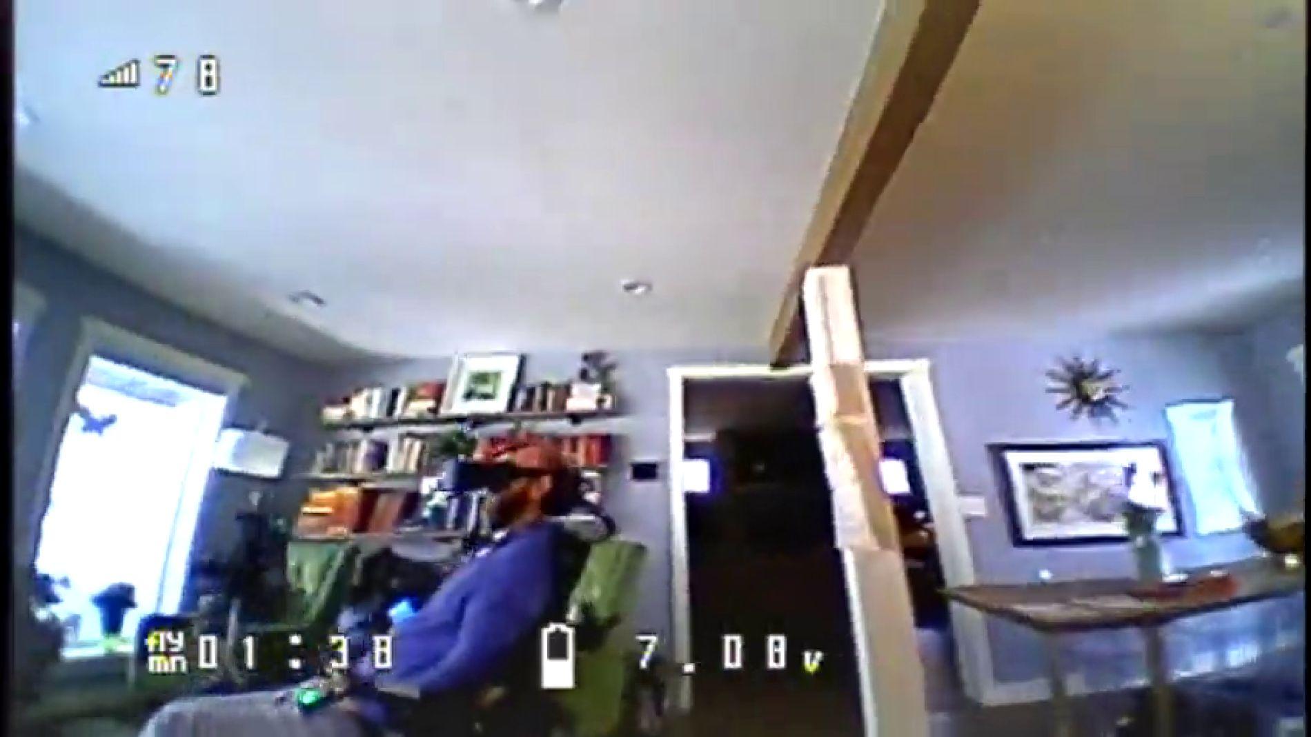 VÍDEO: El emotivo momento en el que un hombre con movilidad reducida descubre cómo es su casa gracias a un ingenioso truco