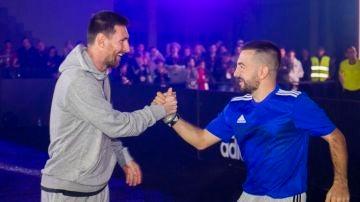 Lionel Messi y Papi Gavi, en un acto promocional