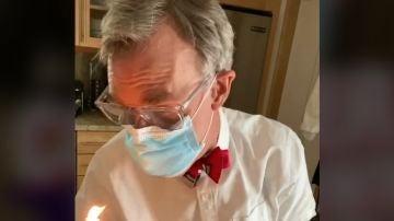 Bill Nye, en su experimento con velas y mascarillas