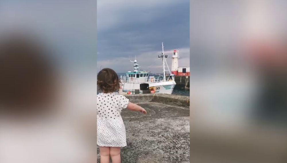 ¿La niña más feliz del mundo? La adorable reacción al reencontrarse con su padre marinero