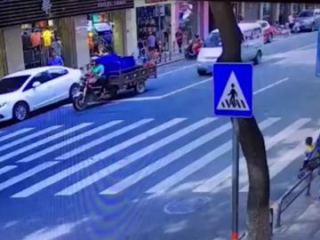 Atropellan a un bebé y sale ileso gracias a su carrito