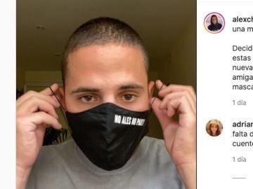 Alex Chiner en su vídeo de cómo ponerse la mascarilla