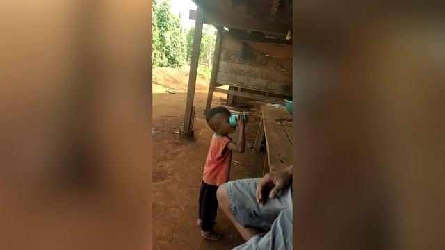 Vecinos emborrachan a un niño de 3 años para reírse de él