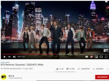 BTS cantando 'Dynamite' en los MTV VMA's