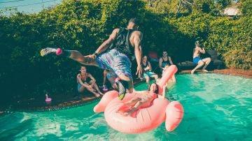 Un ejemplo de fiesta en la piscina