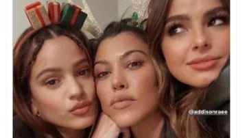 Rosalía, Kourtney Kardashian y Addison Rae de cena navideña