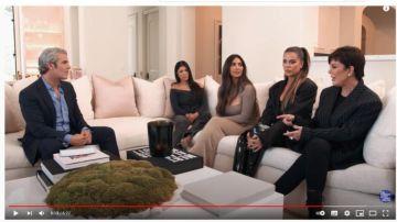 Andy Cohen entrevistando a las Kardashian después de haber superado su 'protocolo' anti-COVID-19'