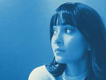Aitana, en la imagen promocional de 'Charlando Tranquilamente'