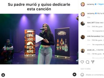 Irene Poncelam cantando en la batalla de freestyle