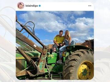 Miquel Montoro, su tractor y Lola Indigo