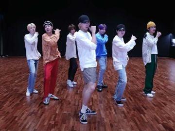 BTS practicando una coreografía