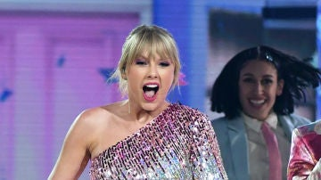 Taylor Swift durante su actuación en los Billboard Music Awards 2019