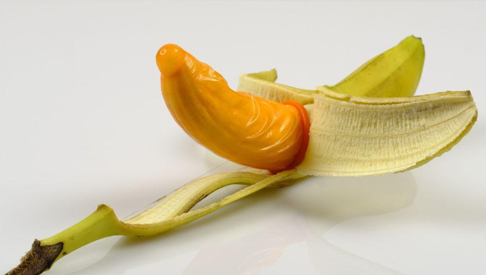 Plátano con preservativo.
