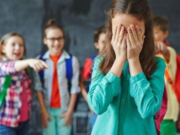Niña sufriendo bullying