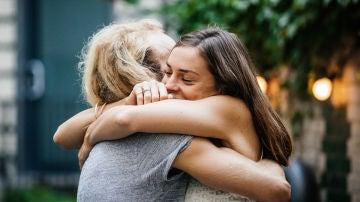 Abrazo entre amigos