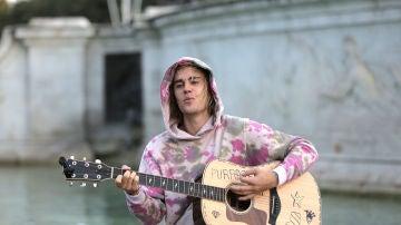 Justin Bieber con su guitarra favorita.