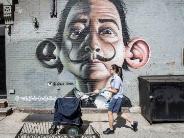Un graffiti que representa a Salvador Dalí