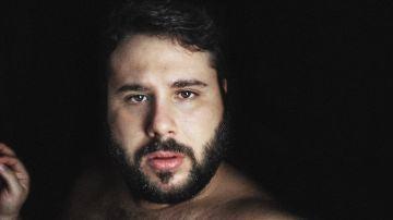 Gonzalo Caps participa en la banda sonora de 'Más de 100 mentiras' con la canción 'Amigx'
