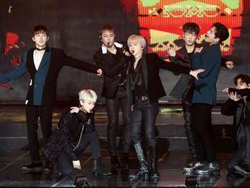 IKON actuando en enero de 2019 (Hanbin es el primero desde la izquierda)