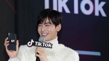 Cha Eun-Woo del grupo K-pop ASTRO, en un evento de TikTok