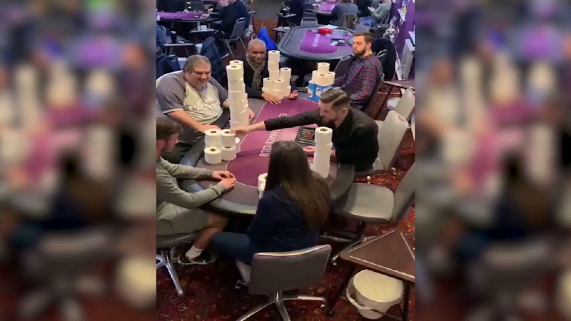 VÍDEO: Apuestan al póker con papel higiénico durante la pandemia de coronavirus