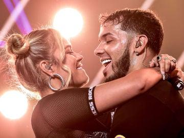 Karol G y Anuel AA durante un concierto en Nueva York