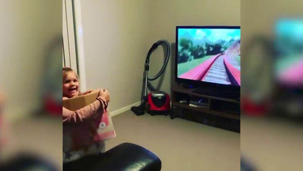 VÍDEO: Recrea una montaña rusa en casa para entretener a su hermana pequeña durante la cuarentena