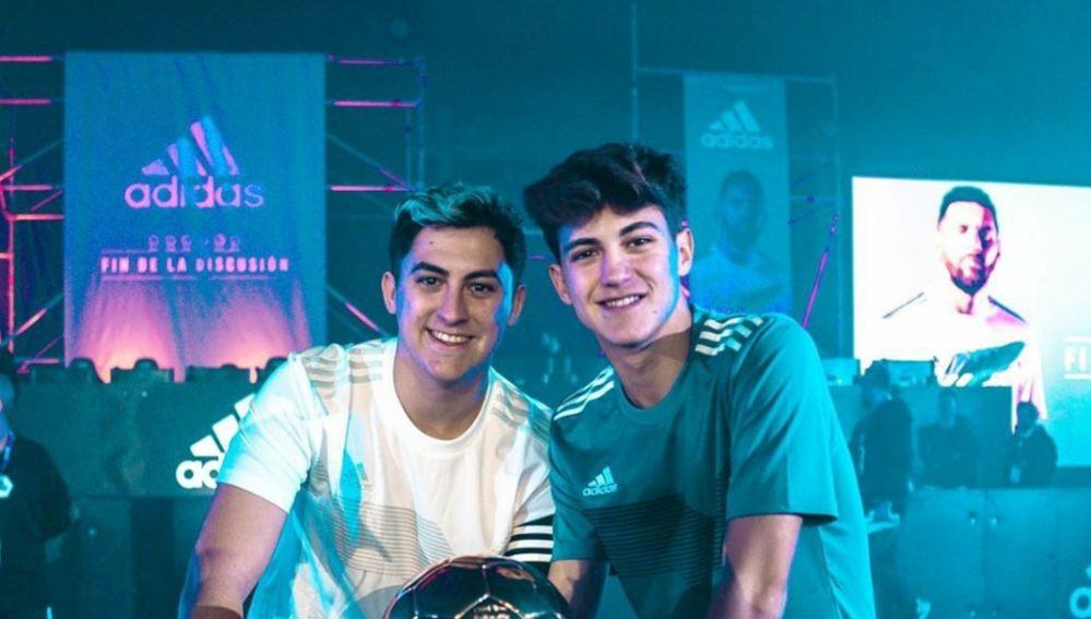 xBuyer y su hermano MiniBuyer, en un acto promocional