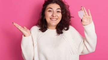 Chica con copa menstrual