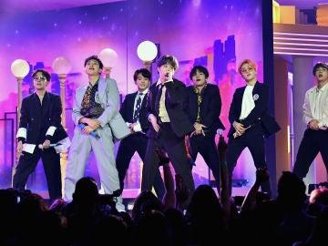 BTS en una actuación de 2019