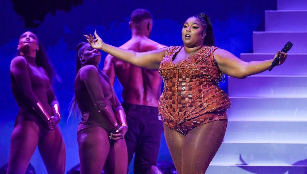 Lizzo durante una actuación