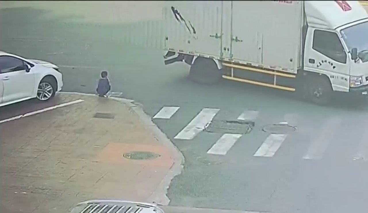 VÍDEO: Atropellan a un niño que sale milagrosamente ileso