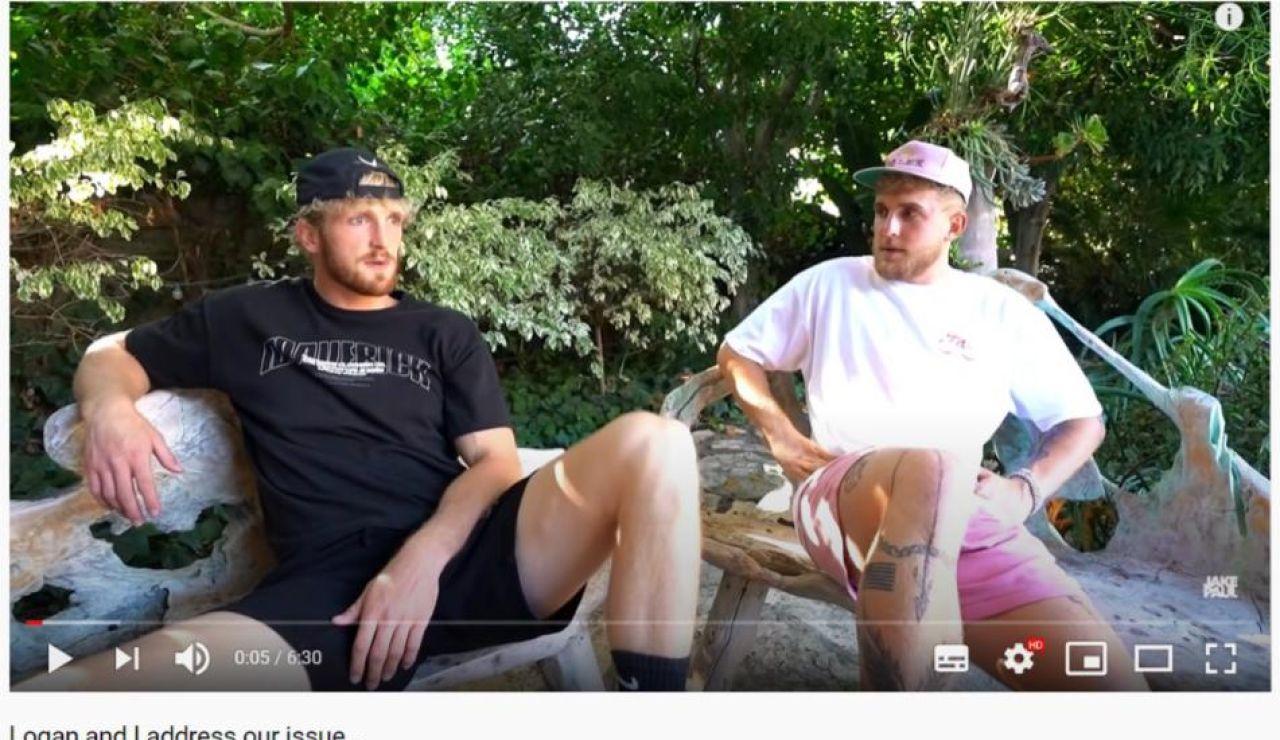 Jake Paul (a la derecha) junto a su hermano Logan en su último vídeo de YouTube
