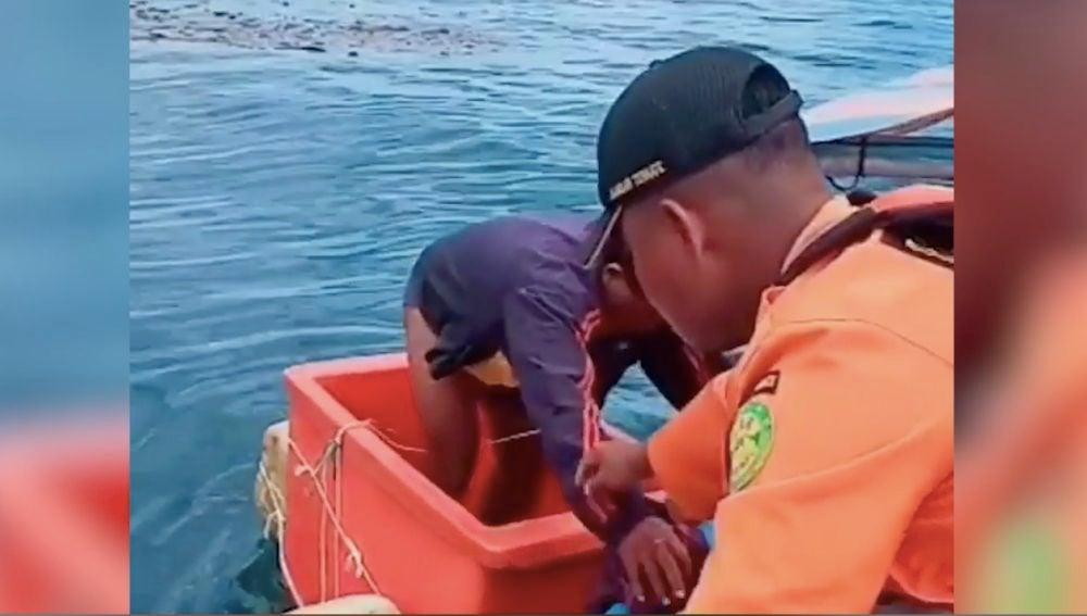 Rescatan a un hombre que permaneció 3 días en alta mar