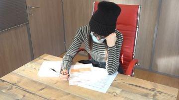Chica estudiando