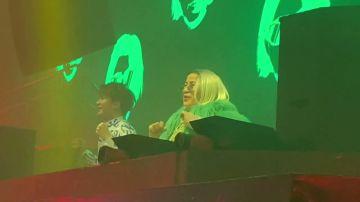 Esta abuela DJ sorprende al público y no solo por su música