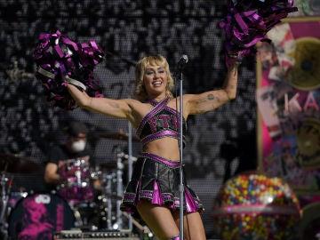 Miley Cyrus en un concierto de la Super Bowl